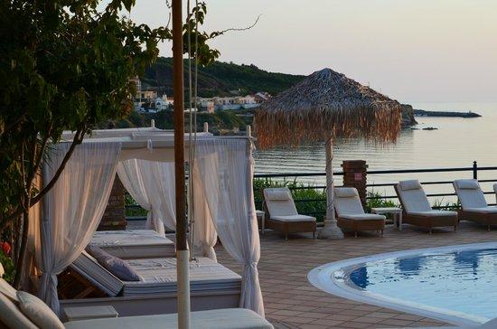 Delfino Blu Boutique Hotel: Pool area