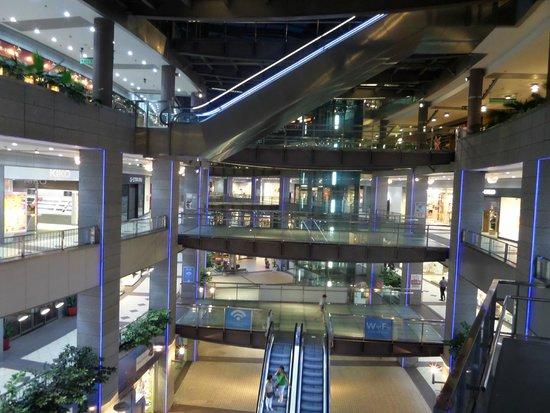 ILUNION Aqua 4: Mall under hotel