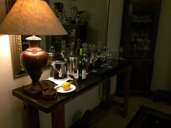 Wilderness Manor Guest House: wine upon arrival