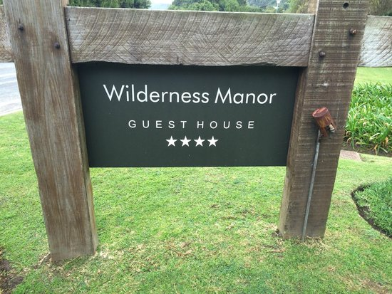 Wilderness Manor Guest House: entry