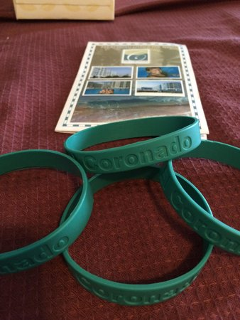 El Coronado Resort : The room cards and the bracelets to go to the pool