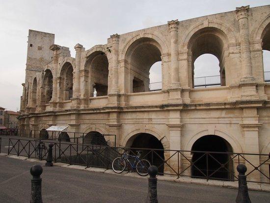 Amphitheatre (les Arenes): Fachada
