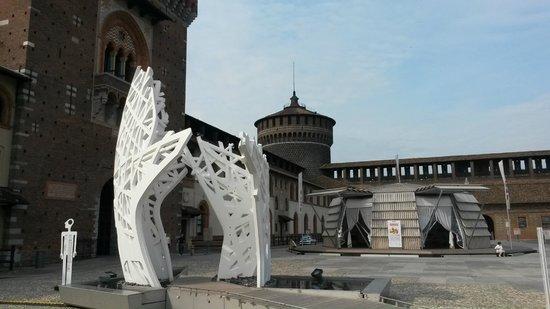 Castello Sforzesco: Внутри замка появились изящные сооружения