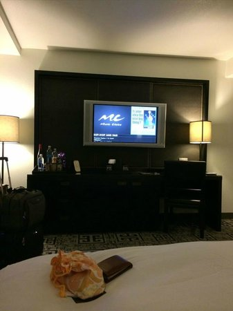 Hard Rock Hotel and Casino: TV/Bar service in Room