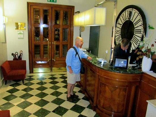 Hotel Mascagni : The lobby