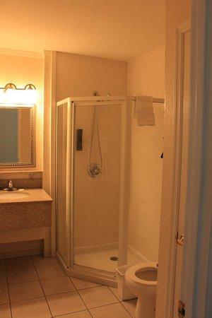 Sailport Waterfront Suites : salle de bain 2