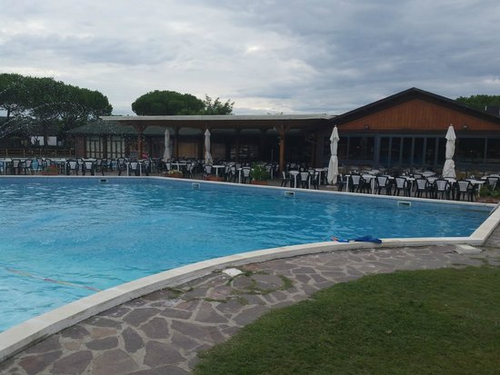 Residence Mare Pineta: piscine lac