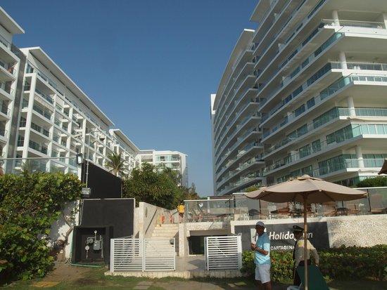 Holiday Inn Cartagena Morros : View Hotel/ Apartmentbuilding