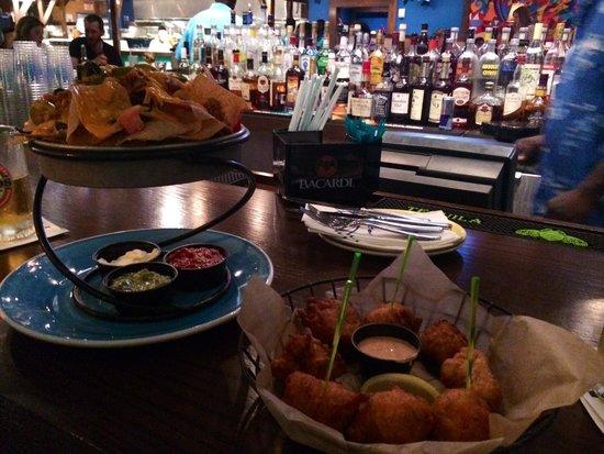 Bimini Road: Conch fritters n nachos