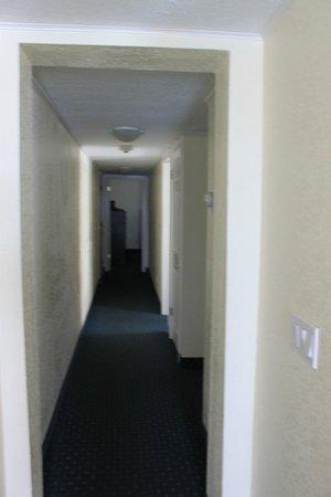 Sailport Waterfront Suites: couloir