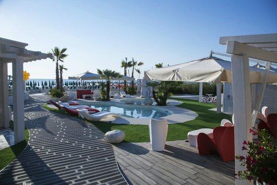 Hotel Doge : Nuova area piscine in spiaggia - New pool area on the beach