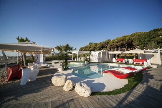 Hotel Doge : Area piscine in spiaggia - Private beach