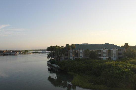 Sailport Waterfront Suites : vue de la salle
