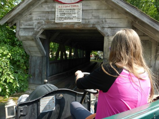 Cedar Point : Little V driving us into the Antique Cars tunnel.