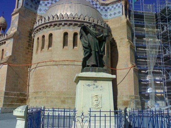 Basilique Notre-Dame d'Afrique : Реставрация не закончена