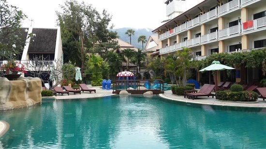 Thara Patong Beach Resort & Spa: pool