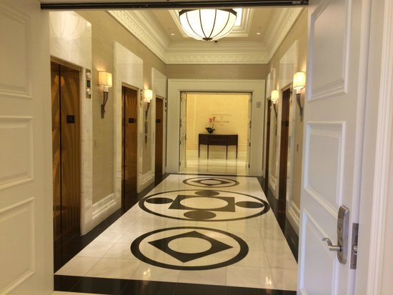 Waldorf Astoria Orlando : Elevator bank