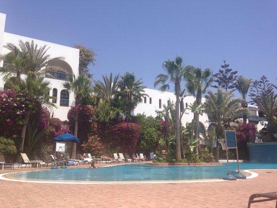 Ryad Mogador Al Madina: Fantastic flowery swimming pool!