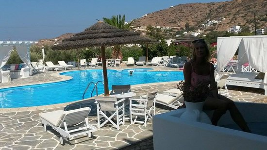 Island House Hotel Studios Apartments: zona piscina