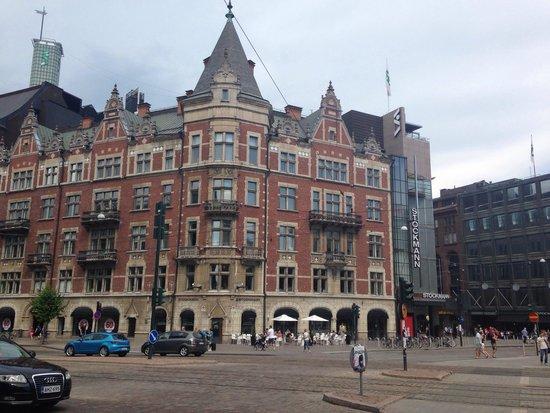 Stockmann's Department Store: Walking towards Stockman
