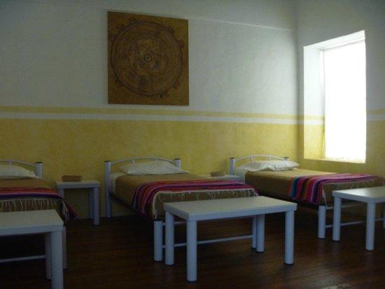 Casa San Ildefonso Hostal: Habitacion compartida para mujeres, me toco la habitacion de la ventana, ahi agarra bien el wifi