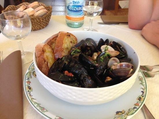 L'Osteria: Mussles soup