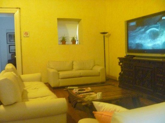Casa San Ildefonso Hostal: Confortable lugar para ver tv