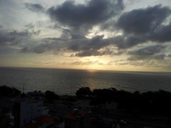 Stop Way Hotel : Pôr do Sol na Ponta da Areia