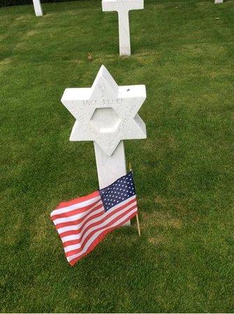 Flanders Field American Cemetery: Grave Marker