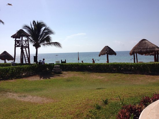 Secrets Capri Riviera Cancun: Beautiful view from the pool to the ocean