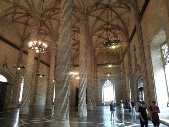 La Lonja de la Seda: Amazing columns