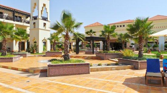 Be Live Collection Saidia : devant l'accueil côté piscine