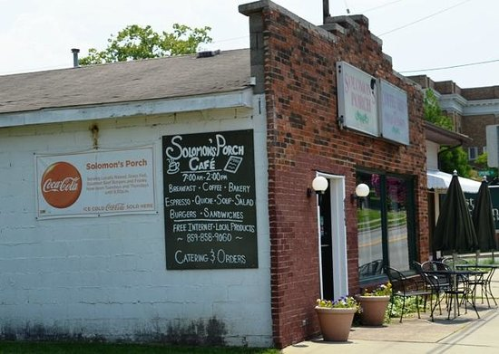 Solomon's Porch Cafe & Catering: Solomon's Porch Cafe on Main Street.