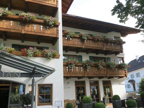 Hotel Maximilian: Hotelansicht mit Seitentrakt