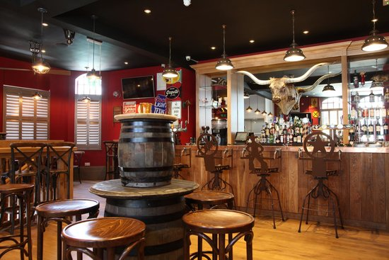 The Bullpit Smokehouse and Bar: The main bar