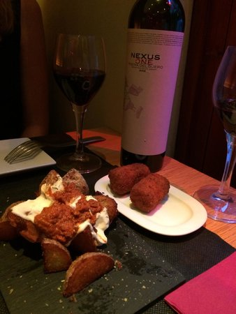 Gilda by Belgious : Echt super lekkere patatas brava. Een van de lekkerste die wij in Barca hebben gegeten.