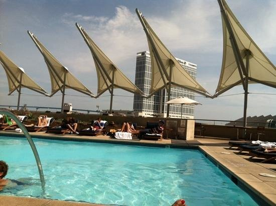 Omni San Diego Hotel: poolside everyday!