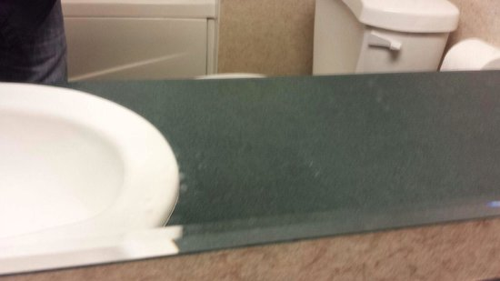 Ramada Ligonier : Sink vanity dirty