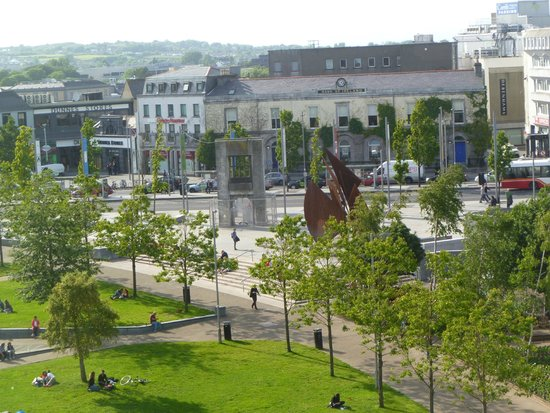 Hotel Meyrick : View of Eyre Square from Room 530