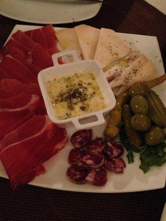 Konoba Mondo: Meat and cheese plate. Yummy!