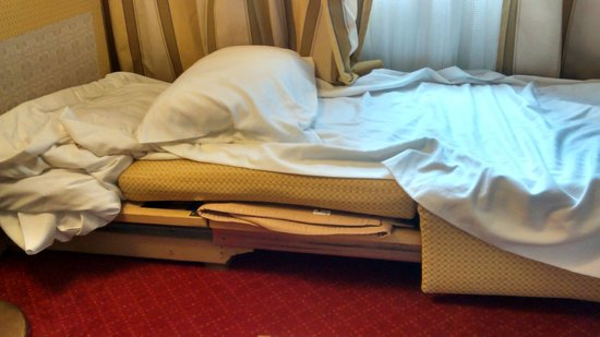 Mercure Budapest City Center: deconstruccion de sofa-cama