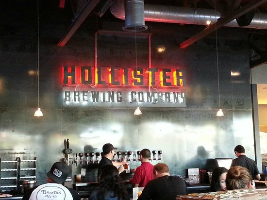 Hollister Brewing Company: Sign