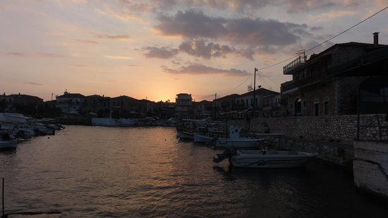 Litsa Apartments: Sunsetting over Agios Nikolaos