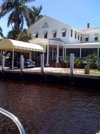 Rod and Gun Club: Arriving by boat view