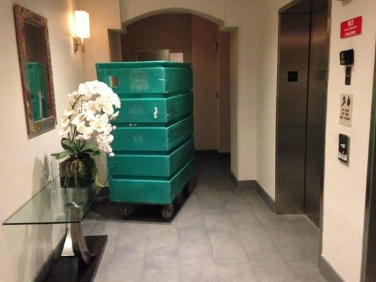 Marriott Vacation Club Pulse, South Beach: 1st Floor Laundry Carts
