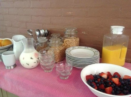 Manse Lane Bed & Breakfast: Self serve to start followed by a selection of cooked specialities