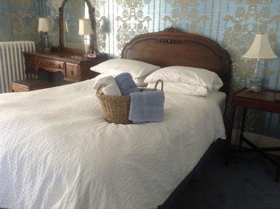 Manse Lane Bed & Breakfast: The Barnett Room - elegant and spacious