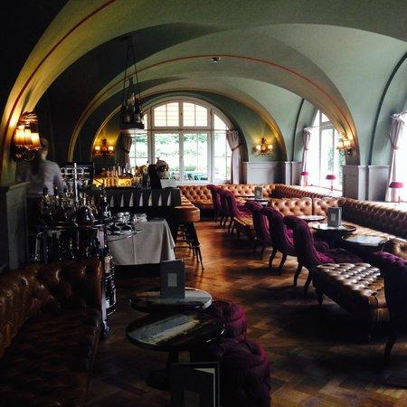 Le Grand Bellevue: Hotel's Bar Area