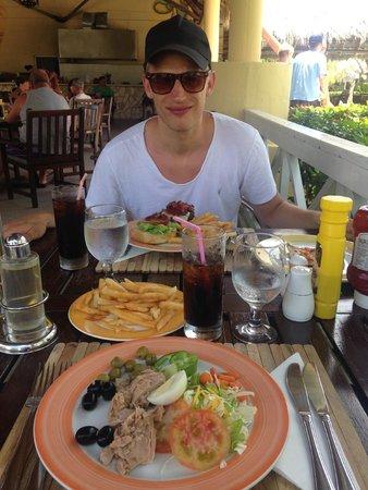 Paradisus Rio de Oro Resort & Spa: Pool bar lunch