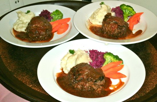 Surry Inn: A trio of steaks all cooked a perfect medium rare